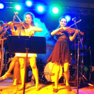 Mes cousines, Jill et Nicole Lefaive, en pleine performance.