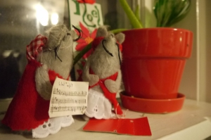 My mémère made these singing Christmas mice